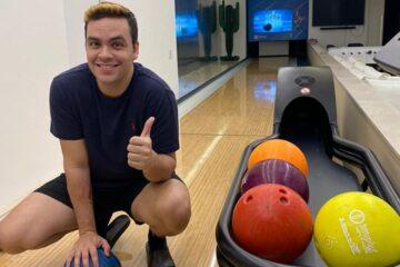 Famoso youtuber Luccas Neto inaugura Bowling Imply® en su nueva mansión