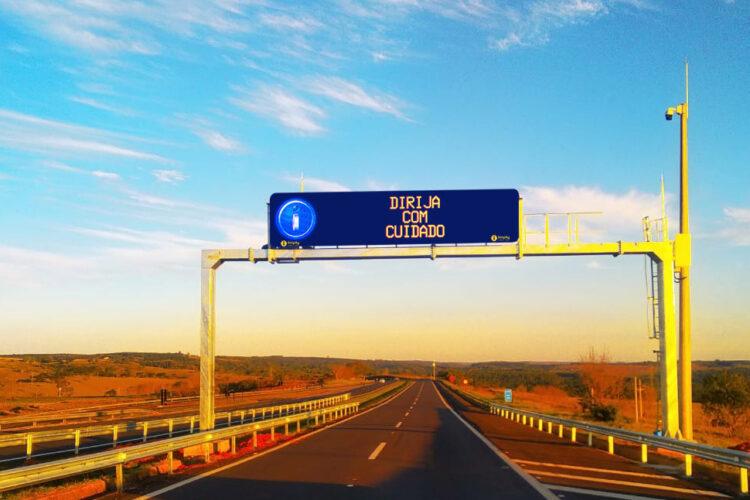Eixo SP moderniza carreteras con PMVs FullColor Imply®